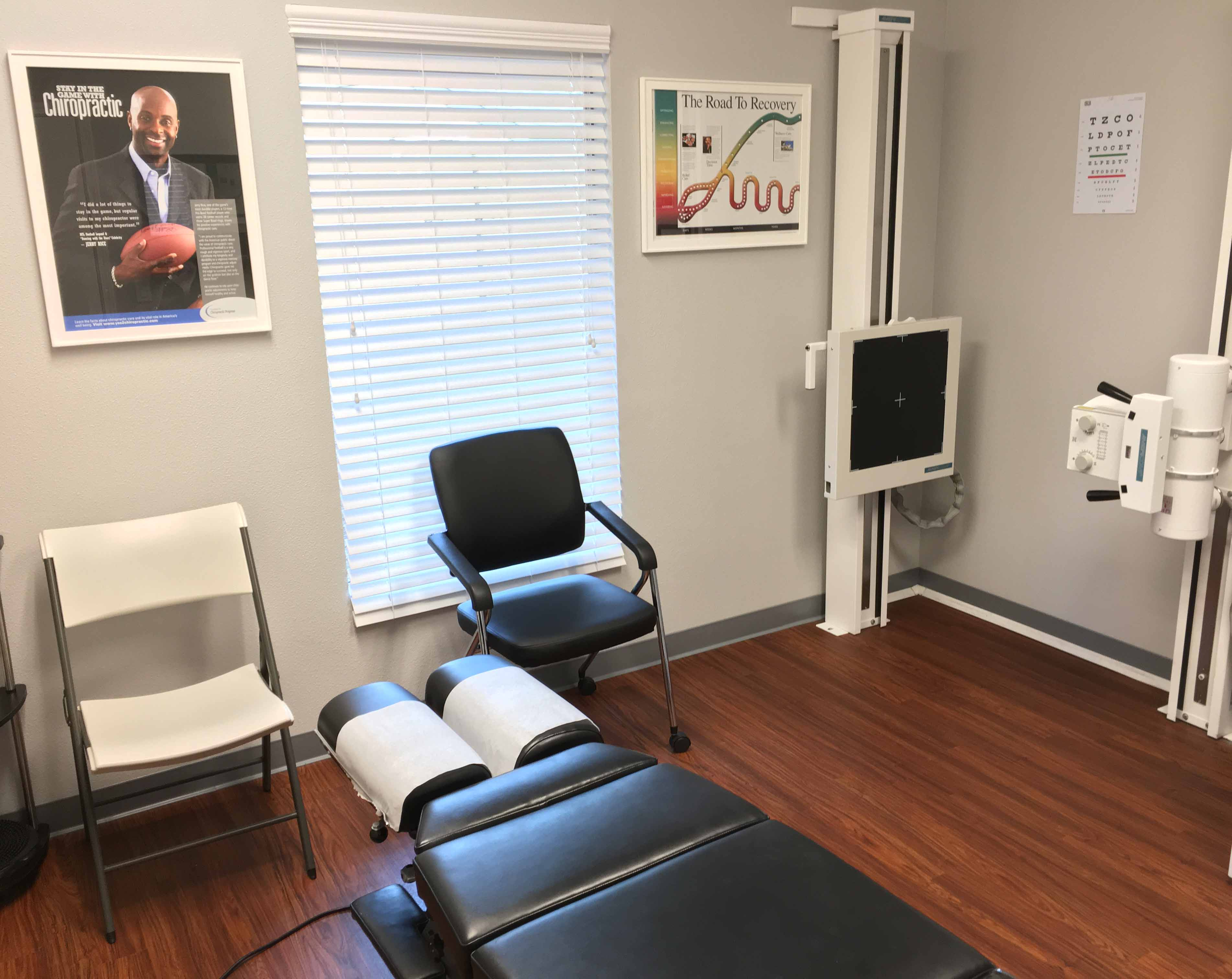 Weimer_Chiropractic_exam_digital_x-ray_room